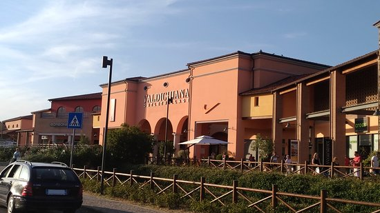 Valdichiana Outlet Village (Foiano Della Chiana) - All You Need to ...