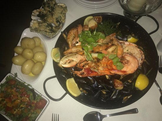 Plantagenet House: Highly recommend seafood platter, so much food and it won't disappoint! nice atmosphere with goo