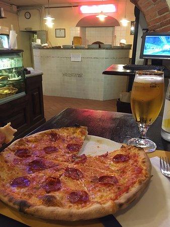 Il Pollo d'Oro: Salami! The best pizza ever!!!