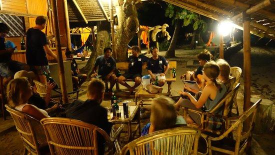 Two Fish Divers Bunaken: le bar, concert improvisé avec les Dive Master