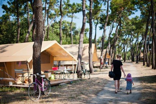 Camping huttopia noirmoutier bewertungen fotos preisvergleich noirmoutier en l 39 ile - Camping bois de la chaise noirmoutier ...