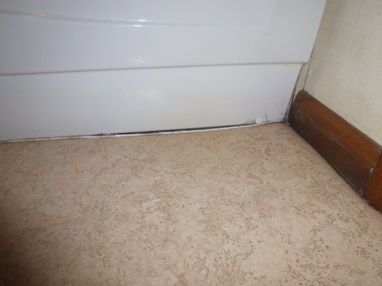Ancaster, UK: Damage at the bottom of the bath side panel