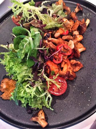 Franke Brasserie, Bar & Lounge: Sautéed chanterelles mixed leaves | Balsamico dressing | cherry tomatoes