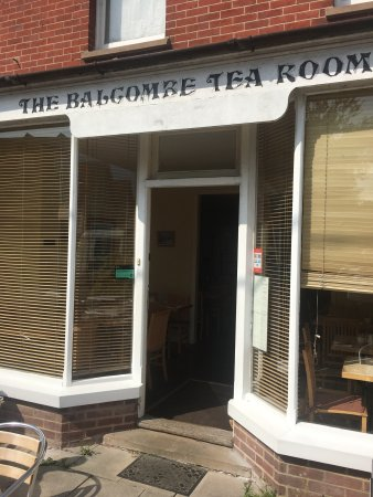 Balcombe Tea Rooms: Traditional, needs a lick of paint