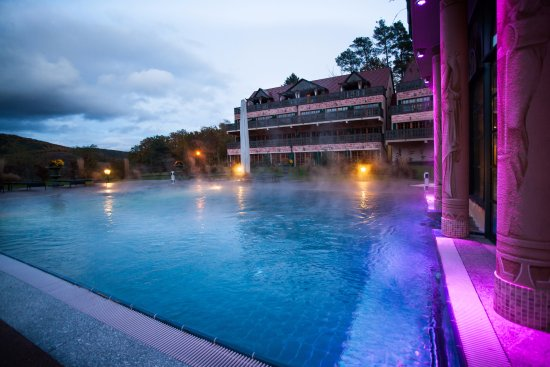 Suite alsacienne bild von les violettes hotel spa for Piscine ribeauville spa