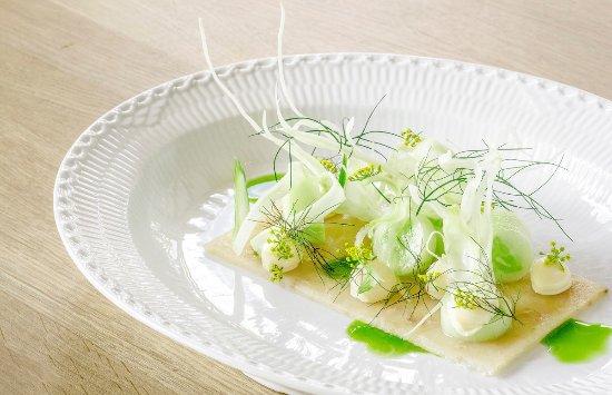 Raadvad Kro: Terrin af røget torsk med fennikel, agurk og peberrodscreme