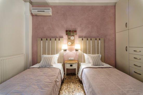 Argyro Rent Rooms: Family Suite - Twin Bedroom