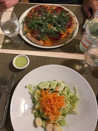 AMORE MIO Pizzeria Napoletana: Impasto della pizza notevole!