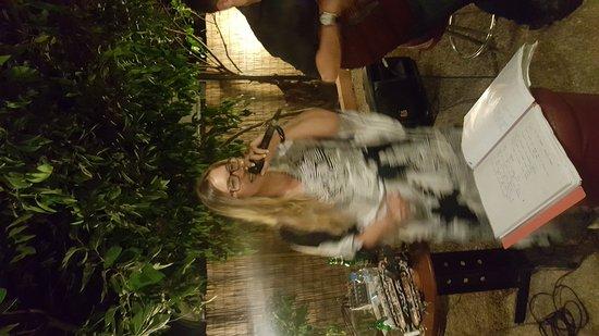 Lefka Souvlaki: Τρωμε καλα και περναμε υπεροχα!!!