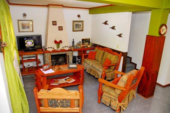 Rotui Apart Hotel: Cabaña Presidencial Duplex - Otra vista del living.