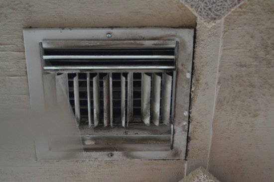 Mold In Ac Vents >> Mold Growing On Ac Vents Picture Of City Pier Restaurant