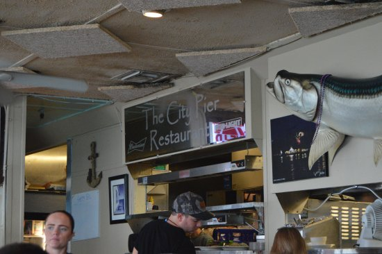 City Pier Restaurant: Over all a dirty place.