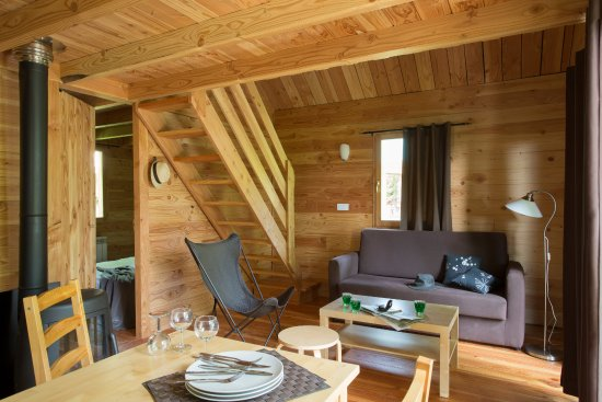 int rieur cabane picture of camping huttopia font. Black Bedroom Furniture Sets. Home Design Ideas