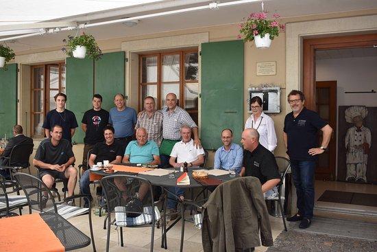 Fechy, Suisse : Une bonne partie de nos vignerons! Ils sont tous à la carte de l'Auberge!