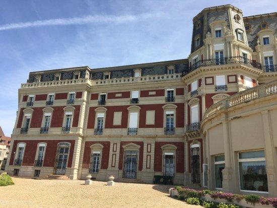 Hôtel du Palais : vue de la terrasse, coté restaurant
