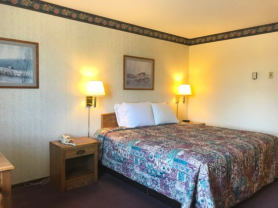 Concordia, MO: One Queen Bed
