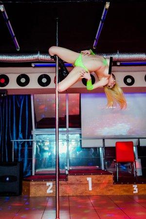 стрептиз стриптиз в женском клубе
