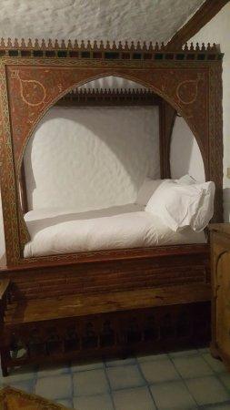 Hotel Riad Casa Hassan Restaurante: Cama alta mas muito confortável !