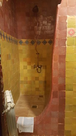 Hotel Riad Casa Hassan Restaurante: Banheiro rústico mas o chuveiro é excelente !