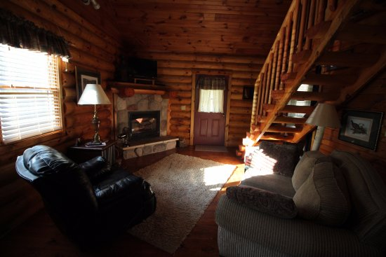 McGregor, IA: Cabin 2 Living Room
