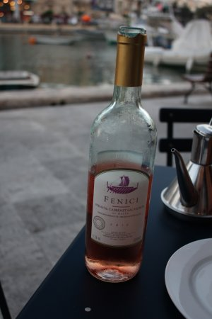 Gululu Restaurant: Local Rose Wine