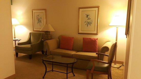 Waikiki Beach Marriott Resort & Spa: living room