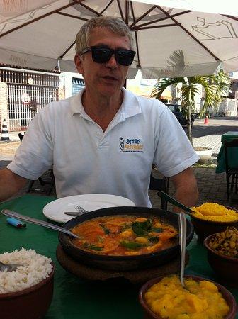 Bahia Metisse - Day Tours: partage de la moqueca locale avec Nicolas