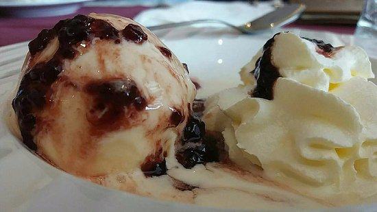 Chonburi Province, Thailand: Vanilla ice cream with Berries & Cinnamon