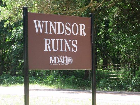 Windsor Ruins : sign