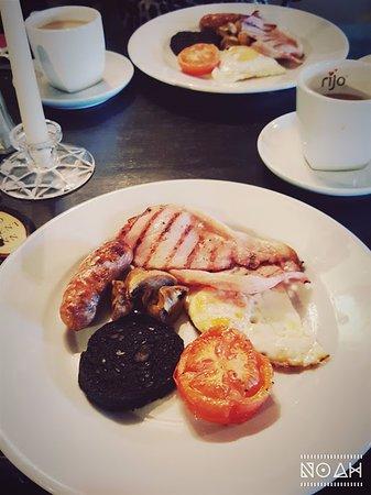 the old silent inn: Breakfast