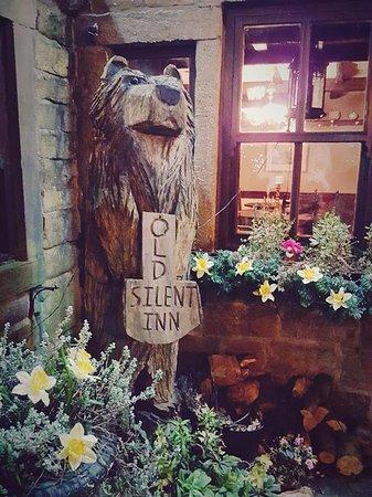 the old silent inn: Outside