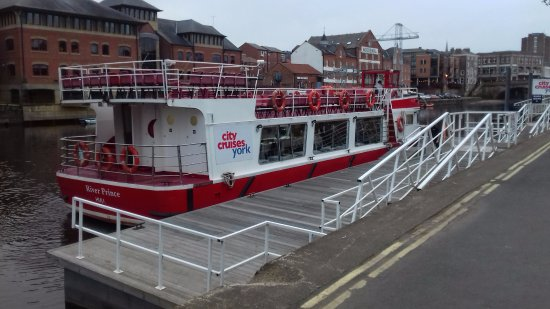York Boat: Docking at Kings Staith