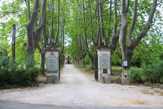 Le Chateau des Alpilles: the grand entrance :)