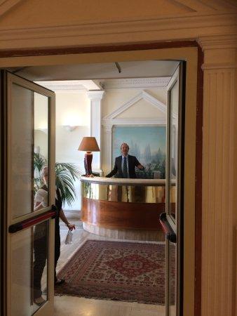 Hotel Laurentia: Alberto den rare receptionist