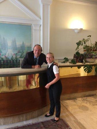Hotel Laurentia: Alberto og den kvindelige tjener.