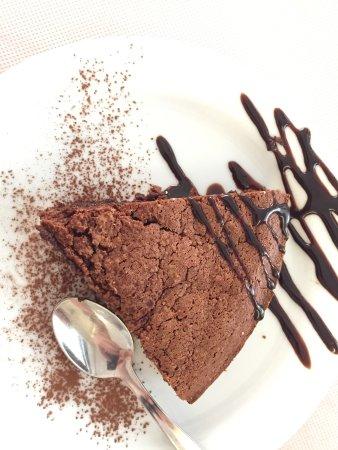 Silvano d'Orba, Italia: Torta al cioccolato e adsaggio di grappe Gualco