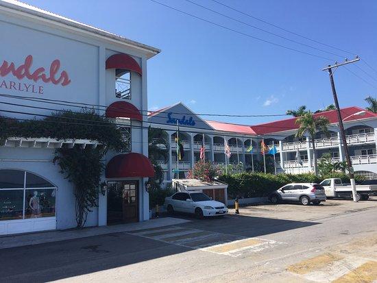 Sandals Inn: Front Entrance