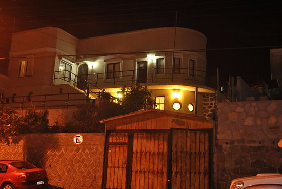Las Cruces, Chile: frontis del hostal