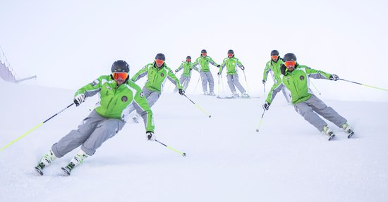 Pinzolo, Italia: maestri Trentino Ski Emotion