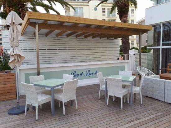 President Hotel: Outside Bar Area