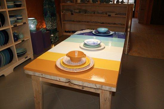 TAVOLO IN PIETRA LAVICA - Foto di Ceramiche Tapinassi, Castel San ...