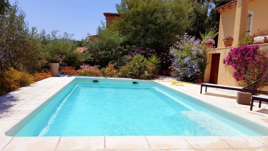 Auribeau-sur-Siagne, França: swimming pool area