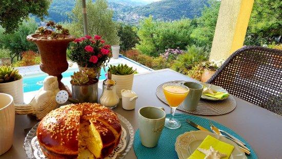 Auribeau-sur-Siagne, França: gourmet breakfast with view