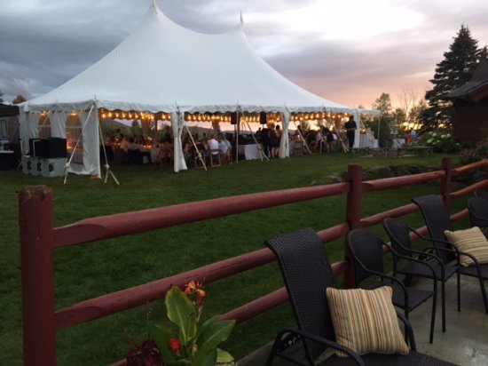Sterling Ridge Resort: Reception on the lawn of the Mansfield House