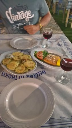 Molos Restaurant: Fried courgettes and fried yellow cheese