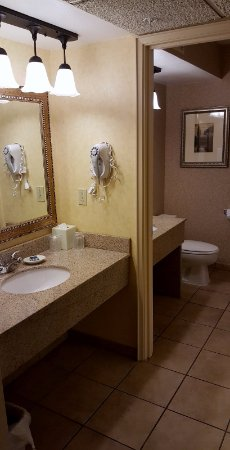 Pasco, Waszyngton: Nice to have the additional sink and separate dressing area