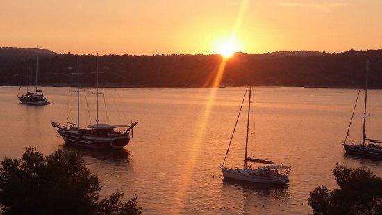Necujam, Kroatia: Coucher de soleil sur Solta vue de la terrasse