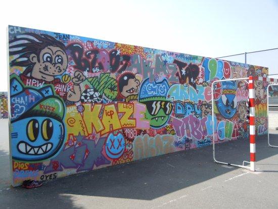 Peinture Sur Mur Terrain De Sport Picture Of Jardins D