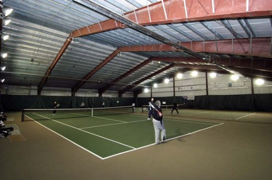 Kimberley, Canadá: Two Indoor Tennis Courts Open Daily