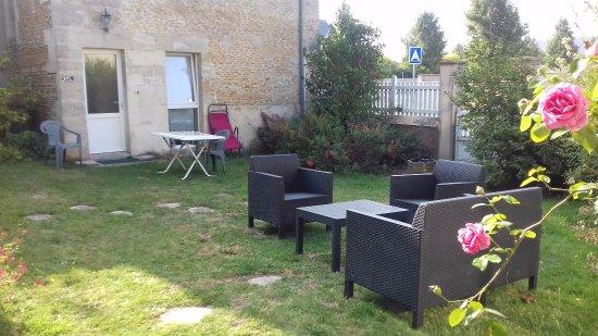 Basly, France: petit coin salon côté gites agréable calme